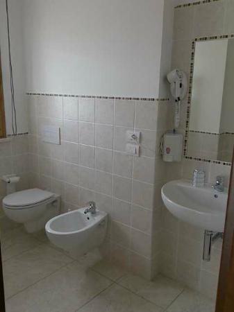 Casolare Azzurro (camere): vista del bagno