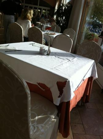 Hotel Elba Sara : Detalles manteles en el comedor (2)