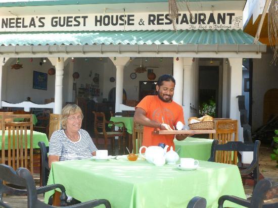 Neela's Guesthouse & Beach Restaurant : Breakfast at Neela´s