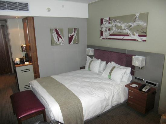 Holiday Inn Johannesburg-Rosebank: view of bedroom