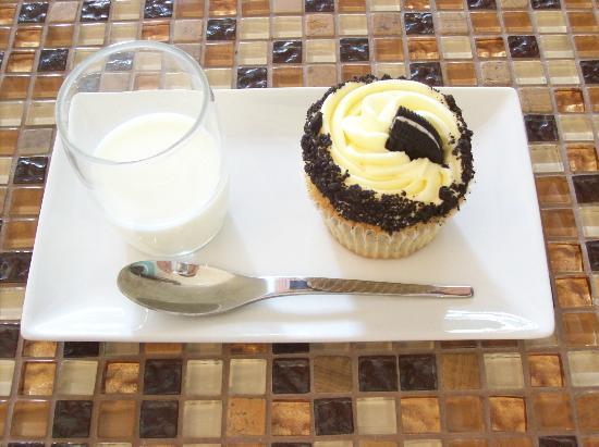 Cafe Sweet Dreams: Oreo cupcake