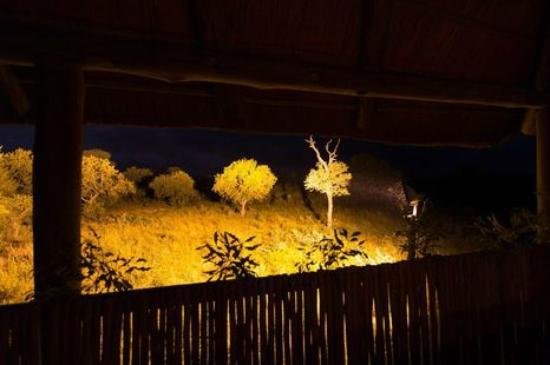 KwaMbili Game Lodge: View point at night