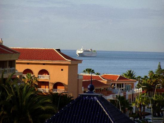 Aparthotel Parque de la Paz: View from our 1st room.