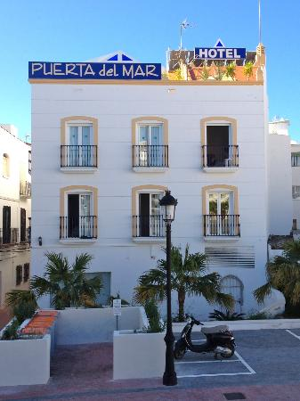 Hotel Puerta del Mar: OUR ROOM, NOT PRIVATE