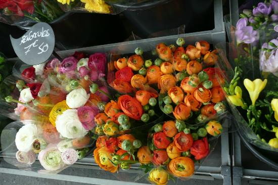Les Toits de Paris : flower at a nearby market