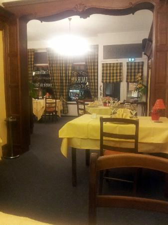 Hotel Restaurant Le Foch : Traditional French Dining Room