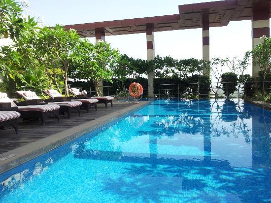 Bar picture of radisson blu hotel indore indore - Radisson blu sharjah swimming pool ...