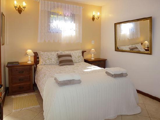Aratinga Inn: Guest room Begonia
