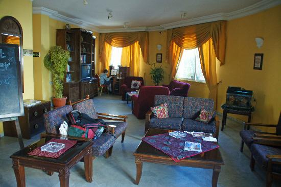 Mariam Hotel: Reception are very nice, comfy chairs and computer