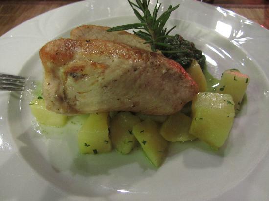 Old Street Cafe: Pollo grigliato con ripieno al formaggio e patate al forno