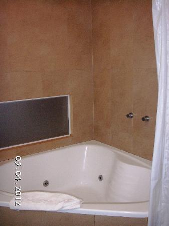 Gran Hotel Tourbillon: Bathtub