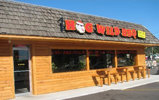 Hog Wild BBQ : Exterior
