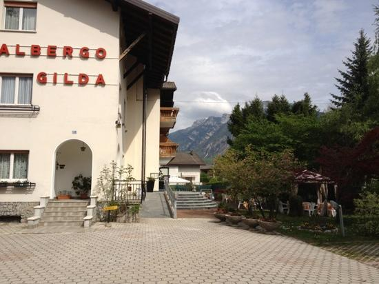 Caldonazzo, Italy: Albergo Gilda giardino