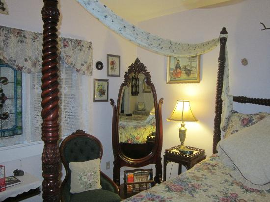 Armistead Cottage: Victorian Room