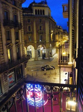 Le Petit Hotel: Vista dal balcone verso il centro