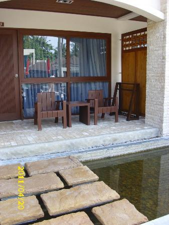 Weekender Resort & Hotel: Eingang mit Stolperfallen