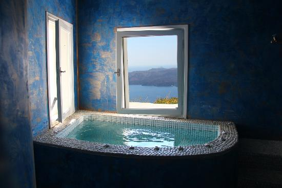 Adamant Suites: Spa with a view!