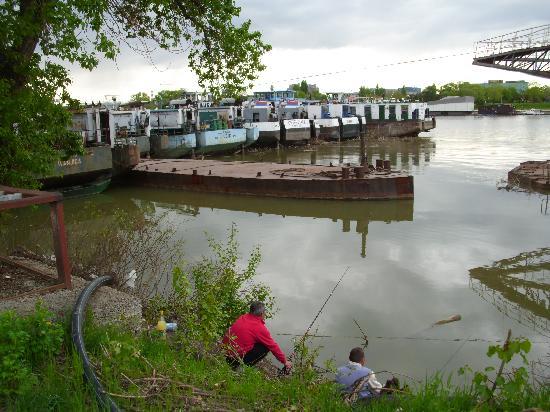 Arkabarka Floating Hostel: Gone fishing