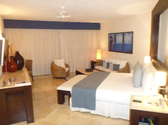 Grand Park Royal Cancun Caribe: this is a Regular Suite in Royal Tower. Room 2109. YOU DO NOT WANT THIS ROOM. STAY AWAY FROM 210