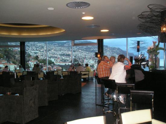 Four Views Baia: bar