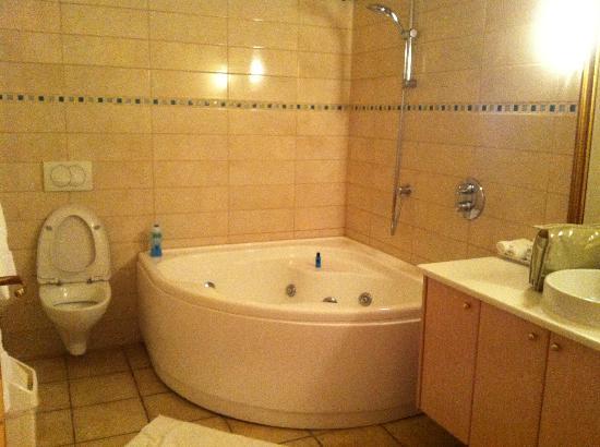 Hotel Ranga: Jacuzzi bath
