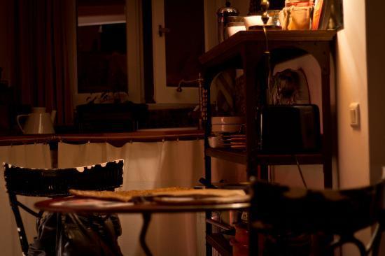 Chambre d'Autres et Suite du Merle Blanc: Cuisine/Salle à manger