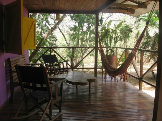 Hotel Casacolores: Front porch