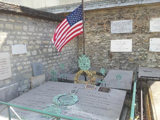 Pictus Cemetery (Cimetiere de Picpus): Lafayette's grave