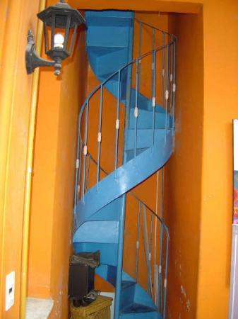 El Aleph de San Telmo Hostel: Una de las escaleras que adornan el Hostas