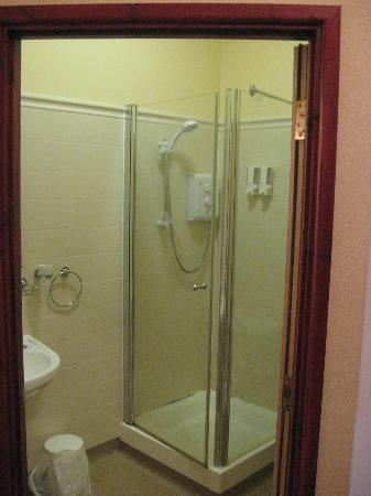 Langtrys: En Suite shower room