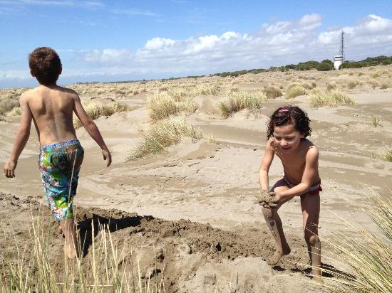 Espiguette Beach: kids love dunes
