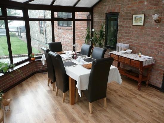 Biss Barn Bed & Breakfast: breakfast room