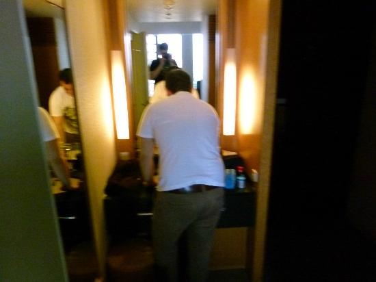 Hotel Grand Arc Hanzomon: 2. Seperates Waschbecken im Zimmer