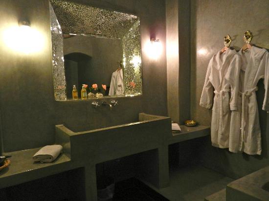 Riad Azzar : Suite Taznarth Bathroom