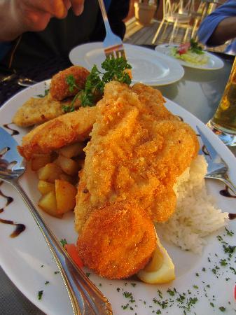 Citadella Restaurant: Hungarian style dinner