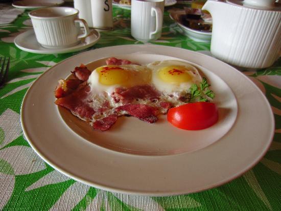 Citadella Restaurant: Eggs on ham