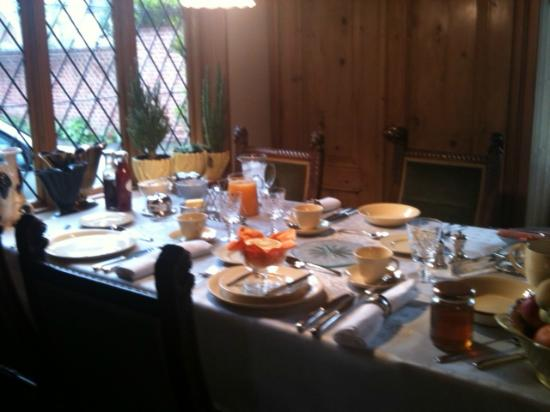 Harwich, UK: The beautiful breakfast table