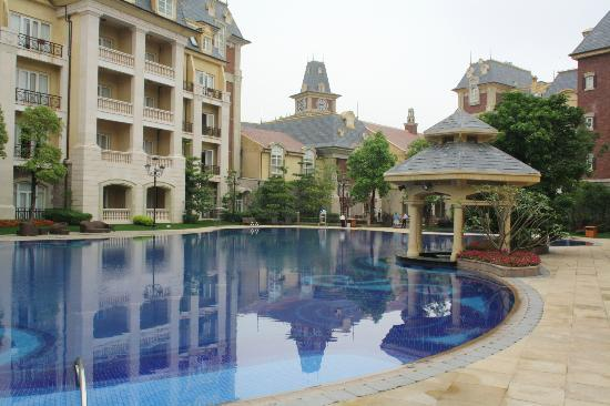 Dragon Lake Princess Hotel: Outdoor pool