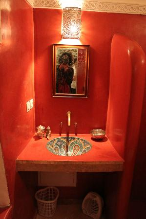 Riad Zahr: Bathroom
