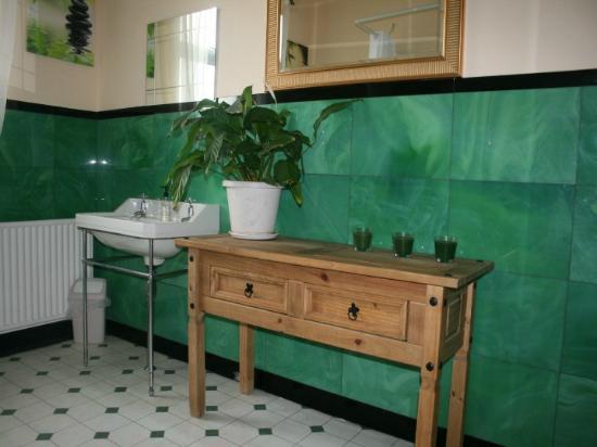 Barrie Guest House: Bathroom