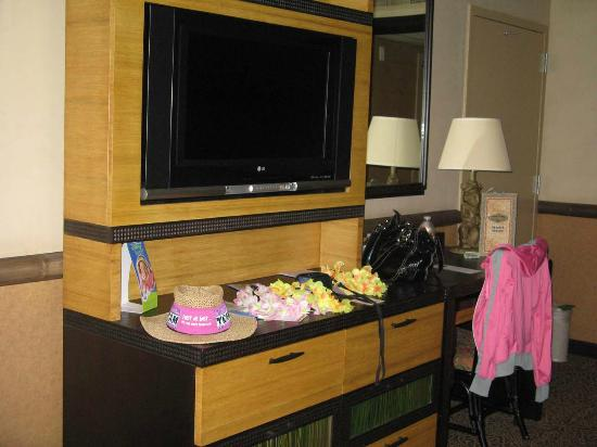 Mircowave & fridge area, with closets - Picture of Disney's