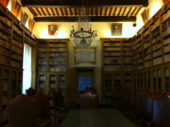 MAEC - Museo dell'Accademia Etrusca: biblioteca