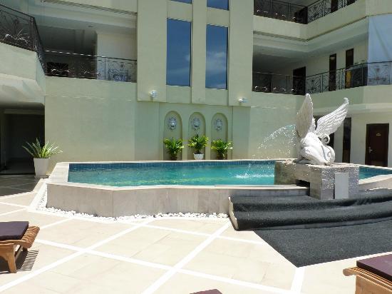 LK Residence: Pool