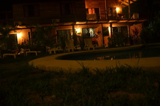 Hotel Raratonga: pool at night