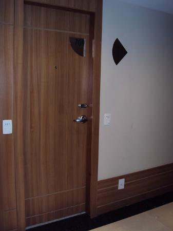 Hotel Granada: Quarto com a trava eletrônica
