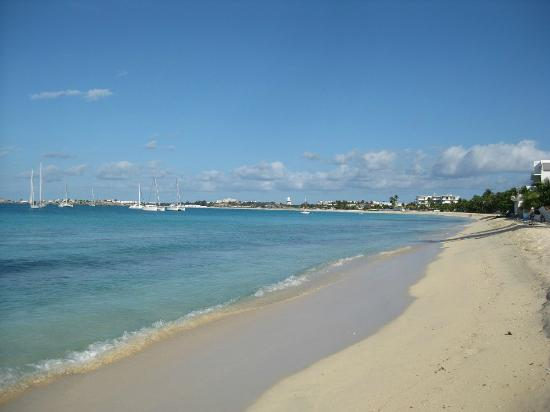 Turquoise Shell Inn: Beach