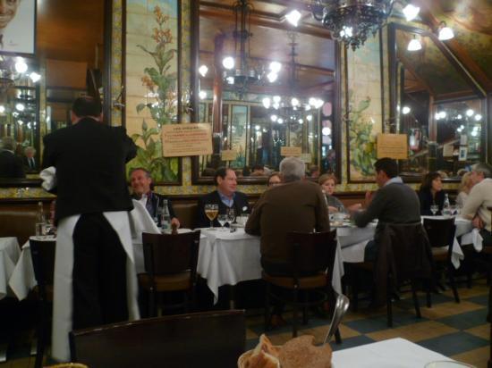 Brasserie Lipp: Don't miss it - authentic Parisian atmosphere