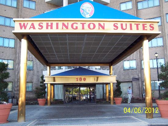 Washington Suites Alexandria: Entrance