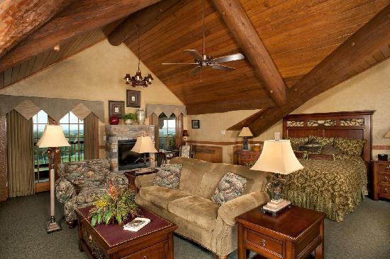 Dobyns Dining Room : Loft Suite