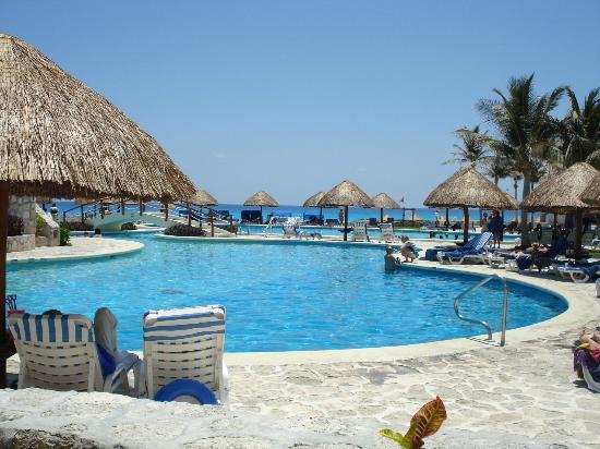 Grand Park Royal Cancun Caribe: Regular Pool